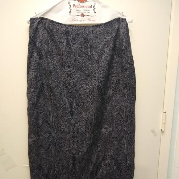 Dressbarn Dresses & Skirts - Grey/Black Paisley Straight-line Skirt - Size 10